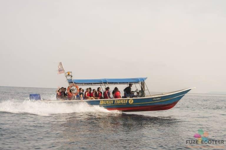 Corporate volunteering boat with smiling volunteers